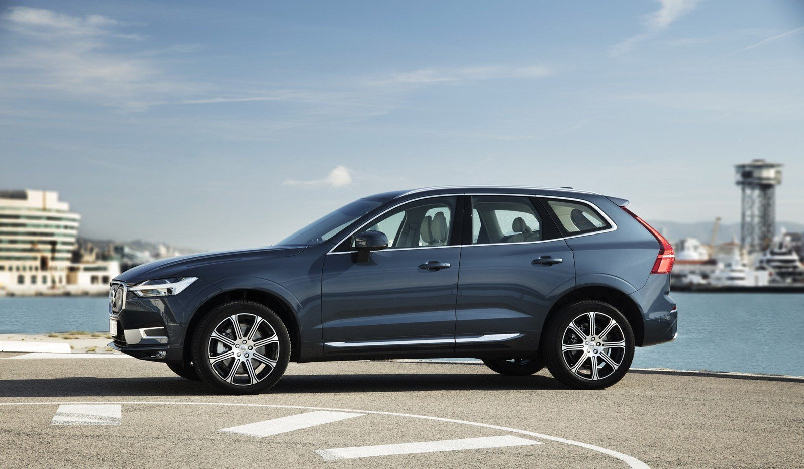 crossover interior in luxury stock volvo view a mid vehicle hybrid plug of suv centre batteries at on the front has photo situated version size