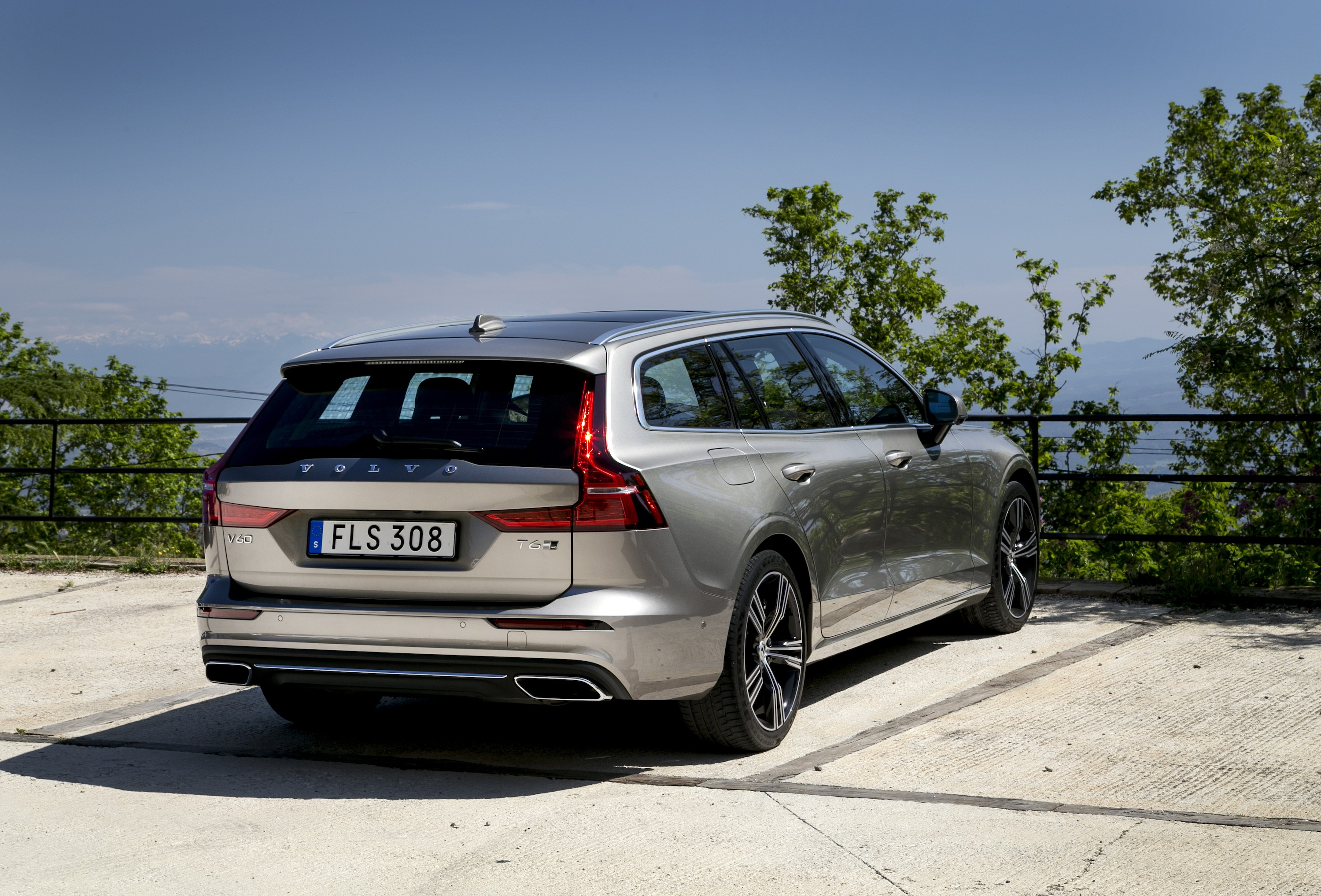 2019 volvo v60 review. Black Bedroom Furniture Sets. Home Design Ideas