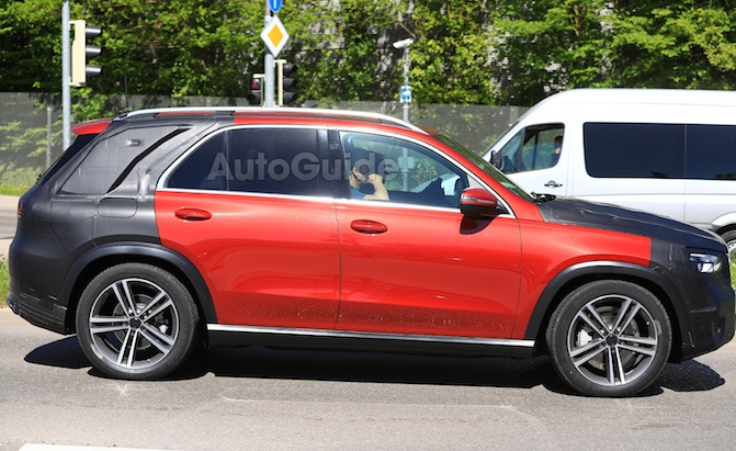 2019 mercedes gle spied looking showroom ready news. Black Bedroom Furniture Sets. Home Design Ideas