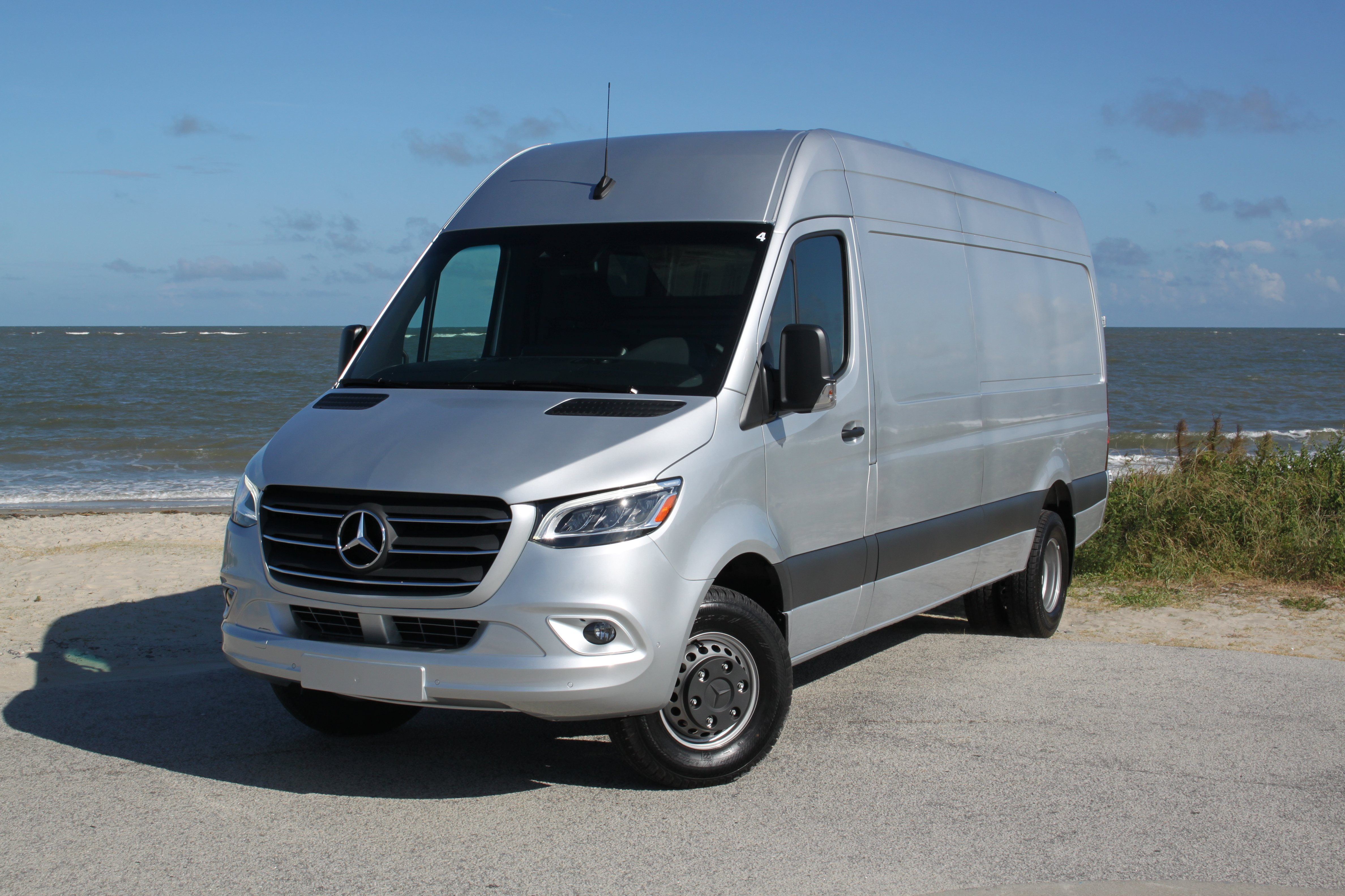 2019-Mercedes-Sprinter-Review-9.jpg