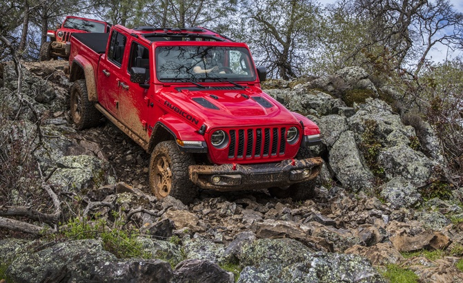 Jeep Wrangler Vs Gladiator What S The Difference Autoguide Com