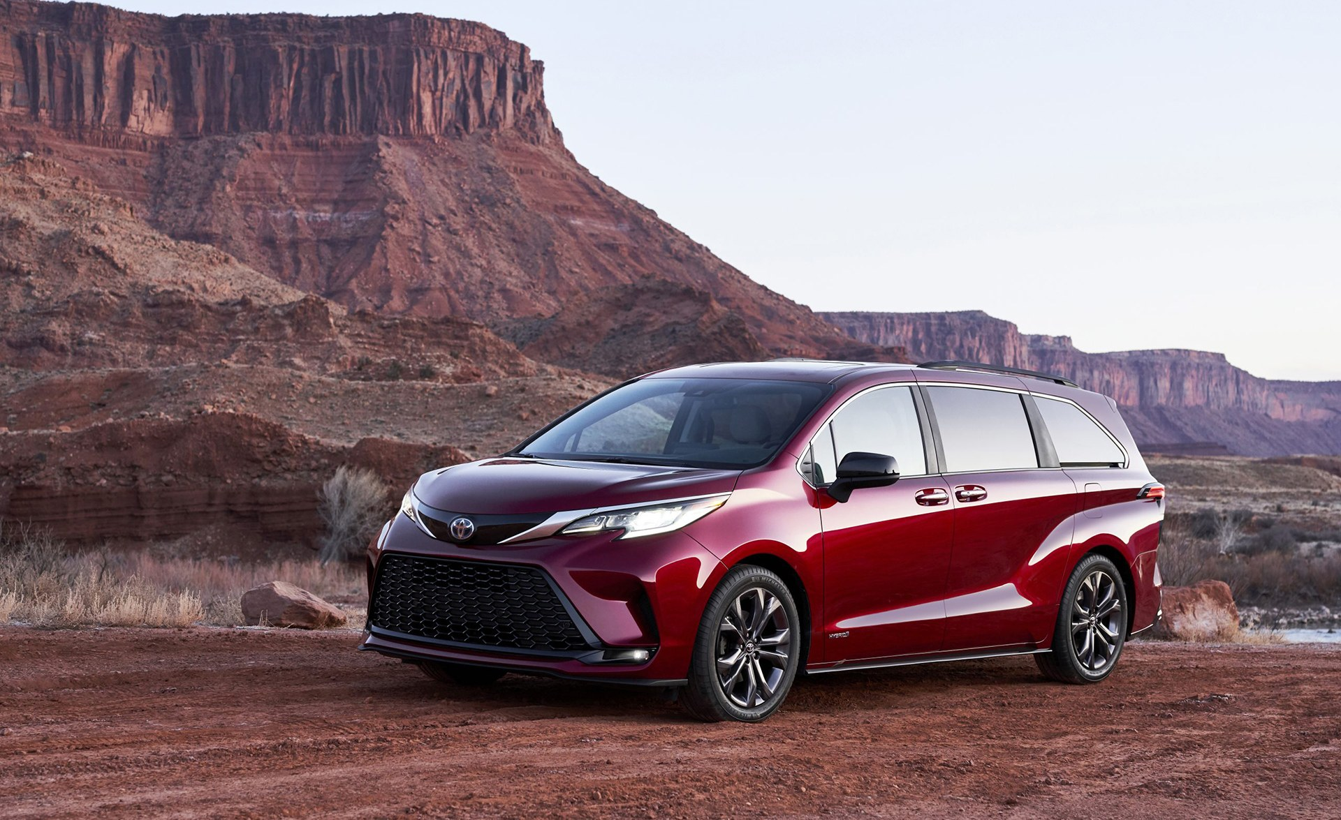 2021 Toyota Sienna Revealed: All-Hybrid People Mover ...