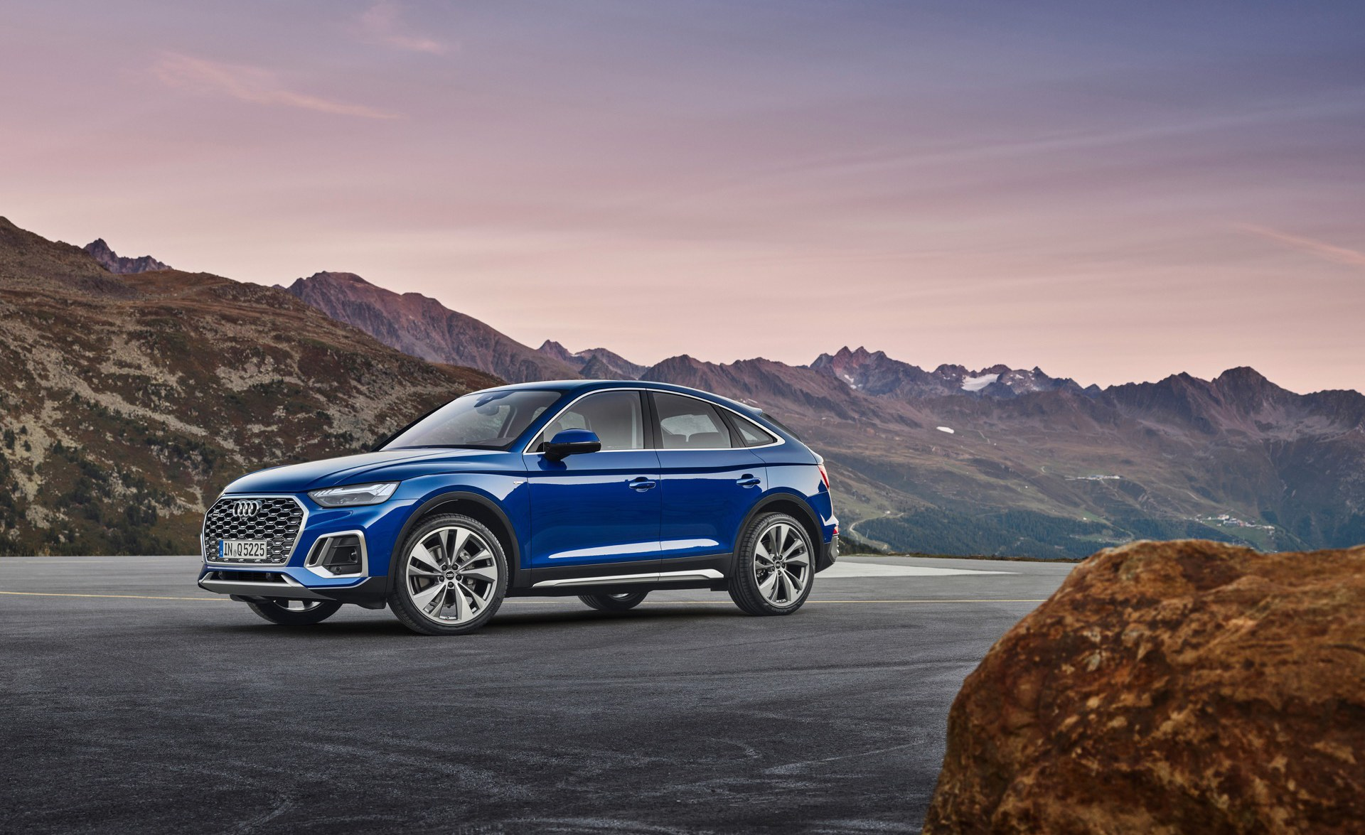 2021 Audi Q5 Sportback Joins the Coupe-Crossover Ranks ...