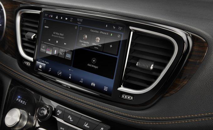 2022 Ram 1500 Uconnect 5 screen
