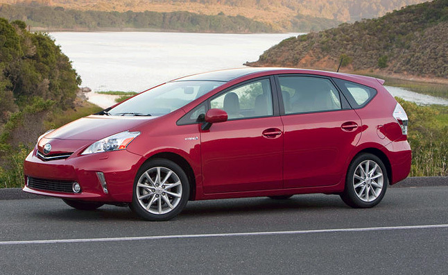 2012 Toyota Prius v Review [Video]